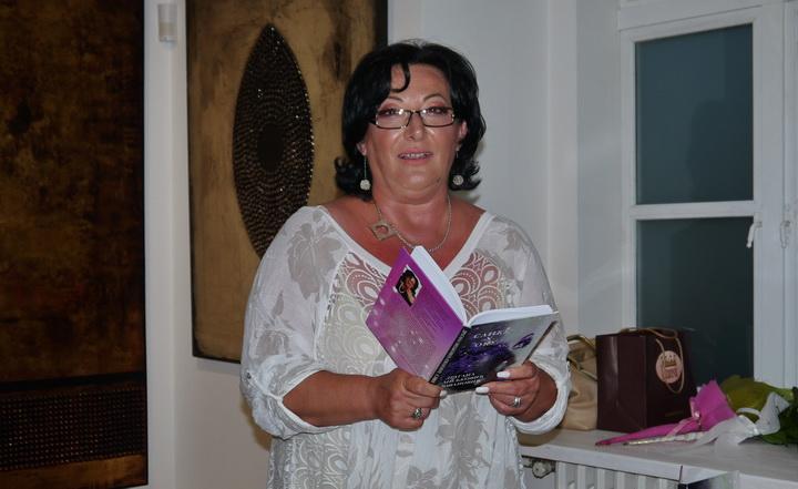 """""""Slike u oku"""" zbirka pesama Mačvanke promovisana u Sremu"""