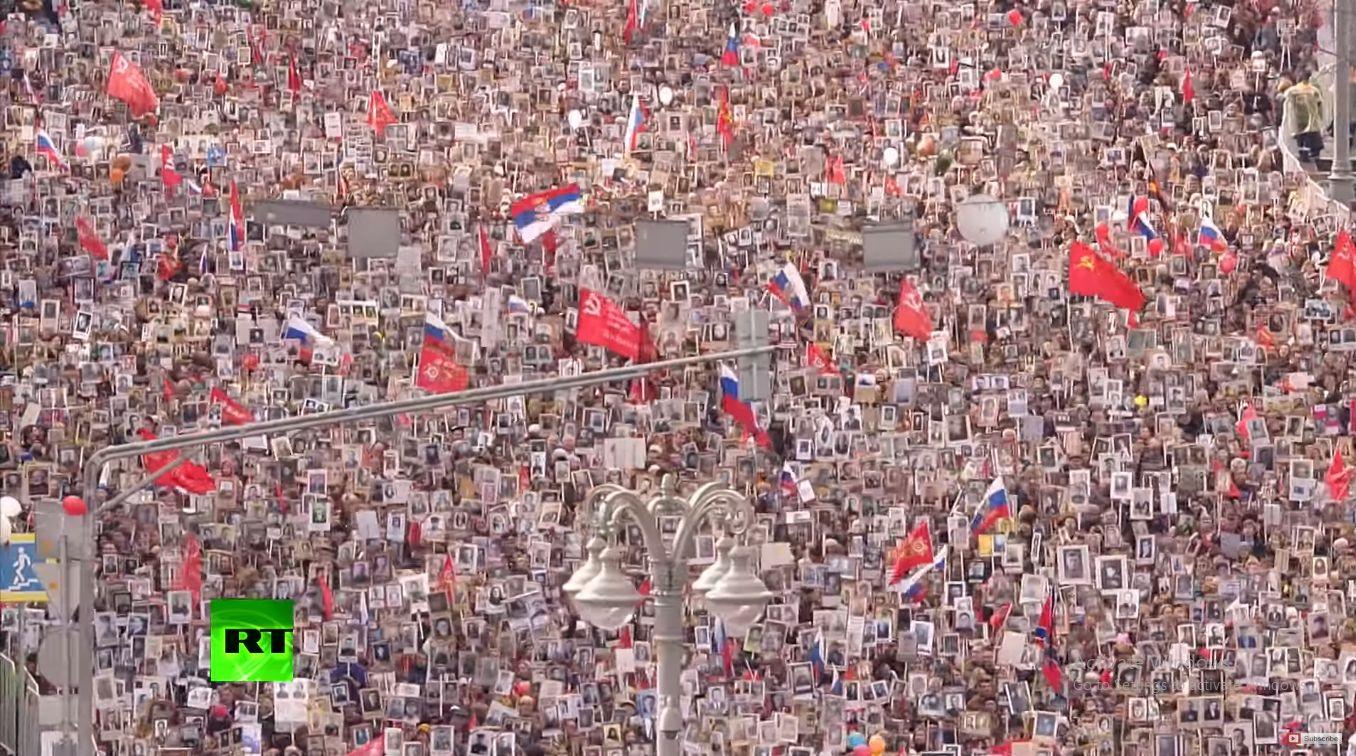 Srpska zastava na danu pobede u Moskvi!