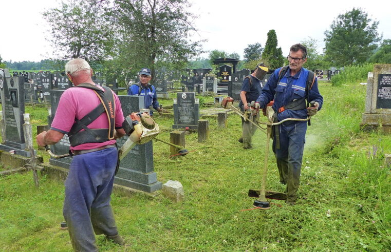 Akcija košenja 4 groblja u Crnoj Bari